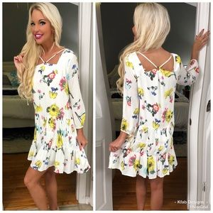 Dresses & Skirts - 🛍LAST 2! Floral Neckline/Tie Sleeve Detail!